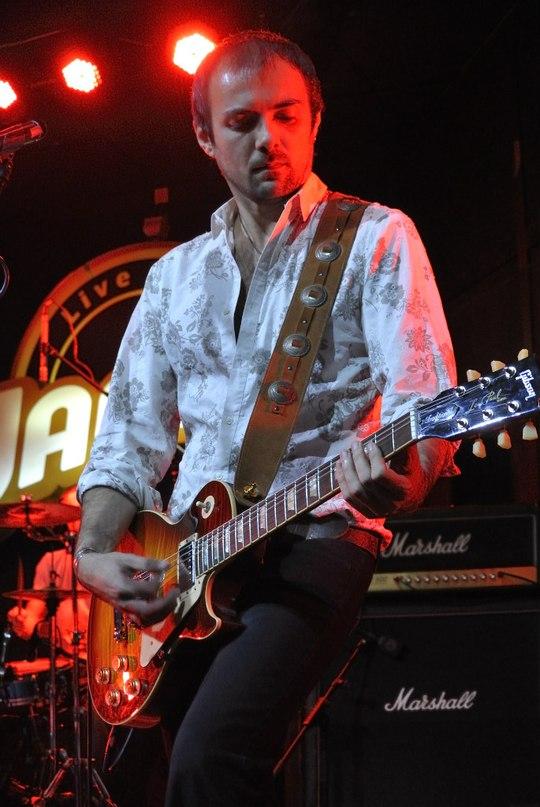 профессиональный рок гитарист